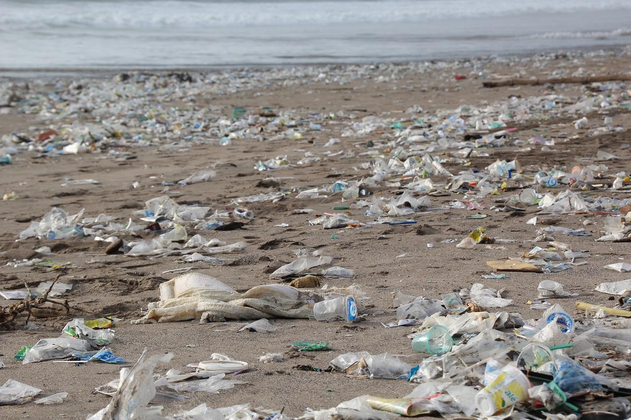 Plastic_on_beach
