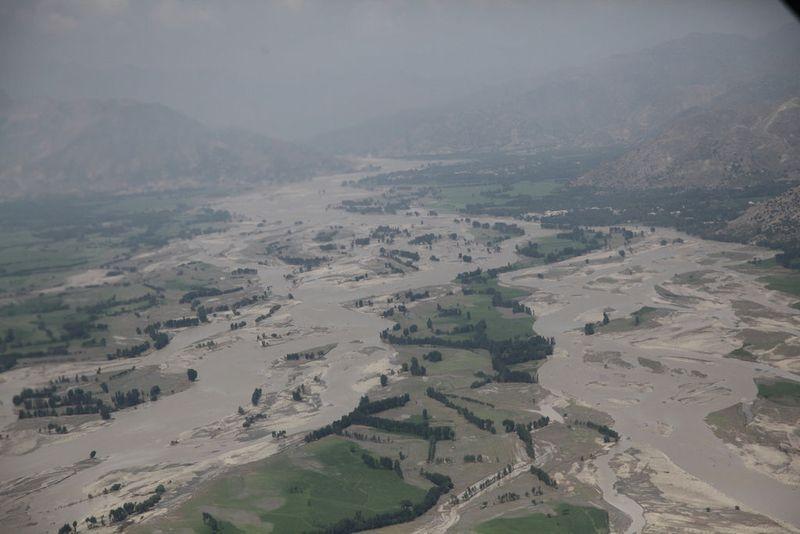1024px-2010_Pakistan_floods_-_aerial_view_near_Ghazi